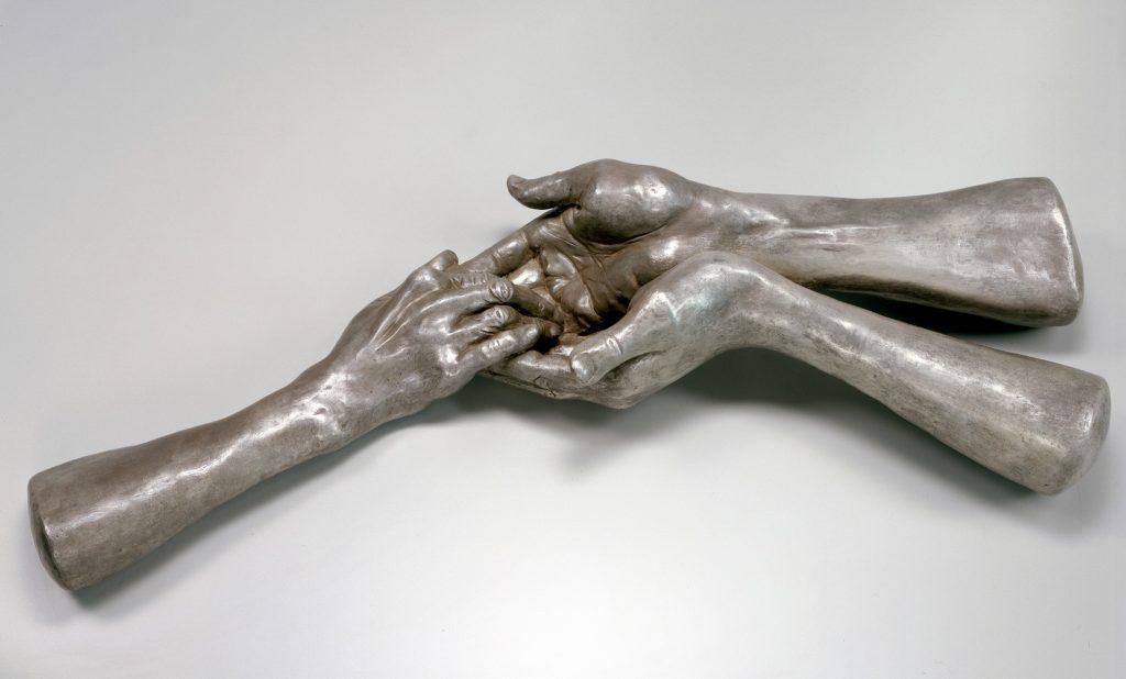 el ele tutuşan ellerin heykeli